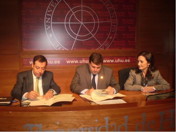 Firma convenio UHU-SAGE